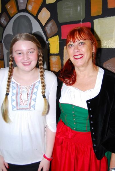 Gaby (Burgfrau) und Schülerin (Jana)